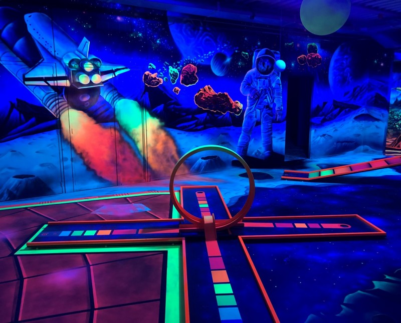 Glow-minigolf-Space